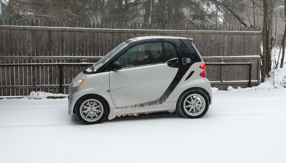 2015-Smart-Electric-Drive-in-the-snow-938x535